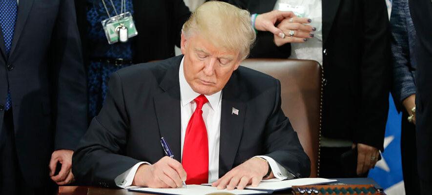 P1_Trump_signing_order